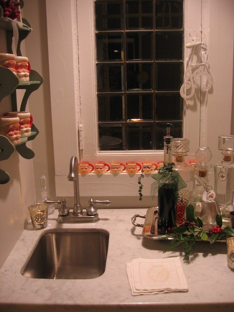 wet bar Christmas decor