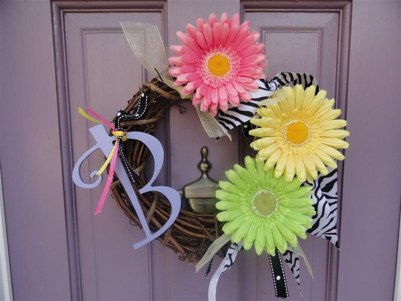 Tiny little wreath for my daughter's playhouse--how fun!