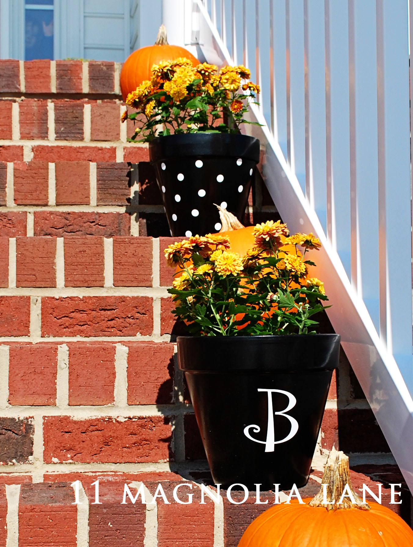 flower pots with decals {11 magnolia lane}