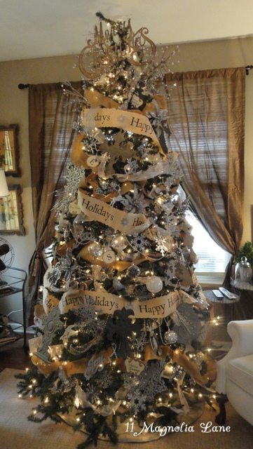 11 magnolia lane 39 s best holiday home tour ever 11 for Silver and gold christmas tree theme