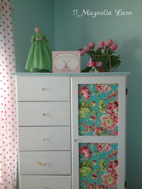 Aqua and hot pink girls bedroom