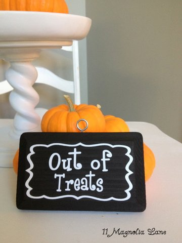 Out of Treats sign for Halloween from 11 Magnolia Lane
