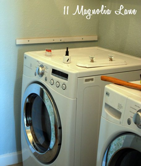 laundry room makeover with diy laundry room folding shelf 11 magnolia lane. Black Bedroom Furniture Sets. Home Design Ideas