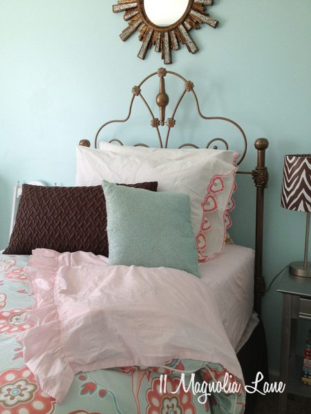 Aqua, brown, and pink girl's room at 11 Magnolia Lane