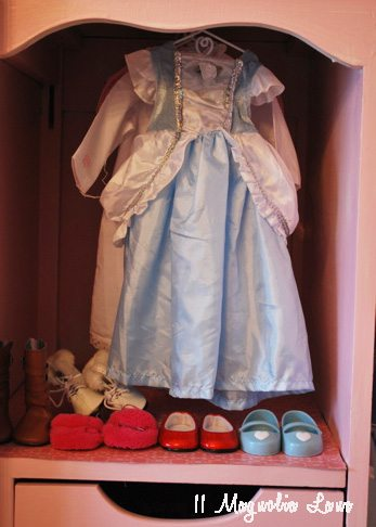 doll-closet-section