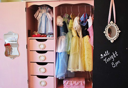 wide-dress-up-closet