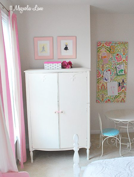 girls-room-armoire-pink-gold