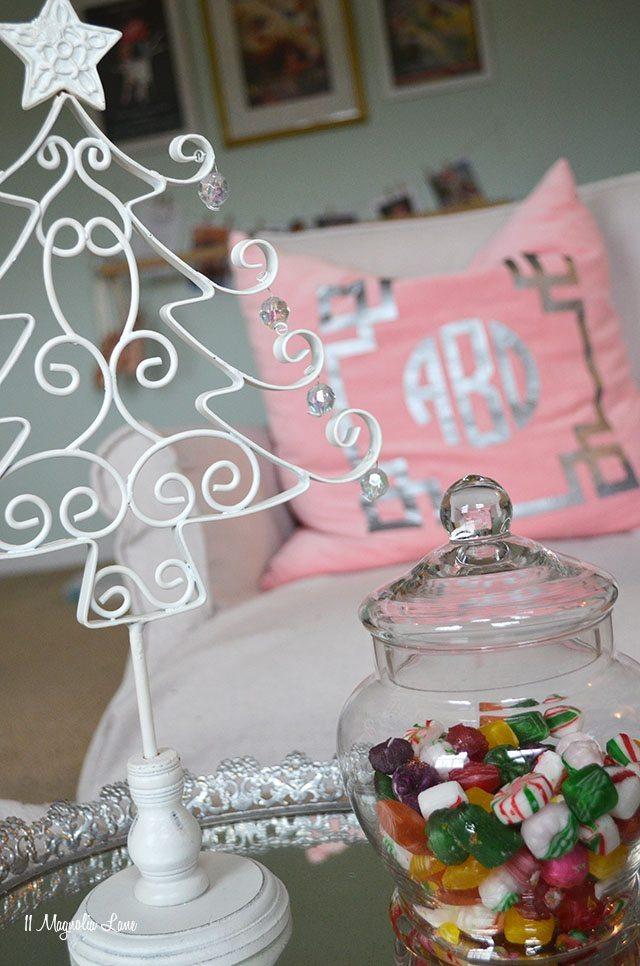 Aqua and Pink Girls' Room Christmas Decor   11 Magnolia Lane
