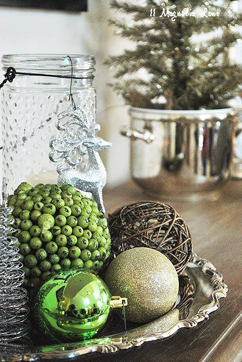 green-console-decor