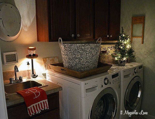 Laundry room Christmas decor   11 Magnolia Lane