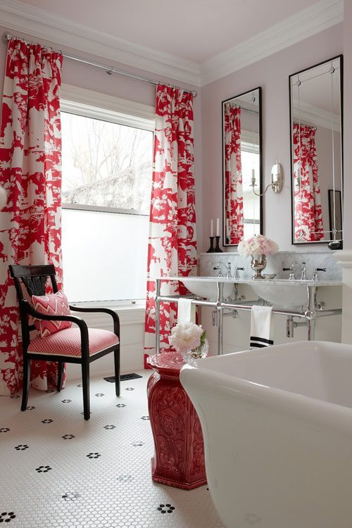 Curtains-in-the-Bathroom