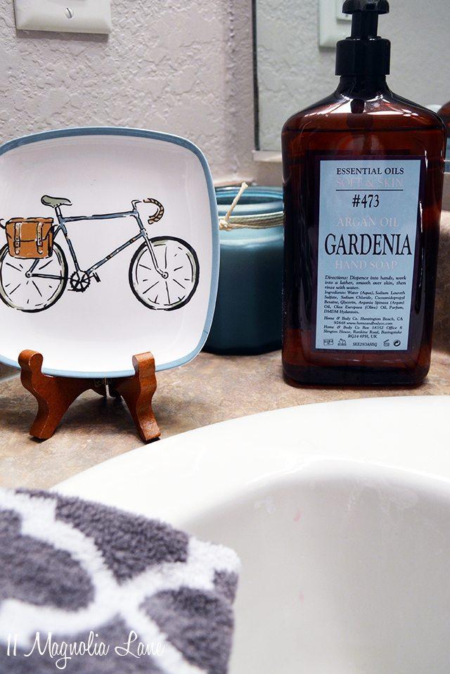 Aqua blue and gray bathroom decor | 11 Magnolia Lane