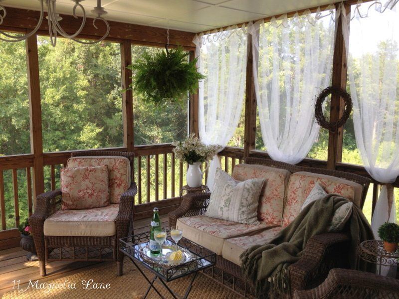 Spring porch decor ideas 11 magnolia lane for Screened in porch decor