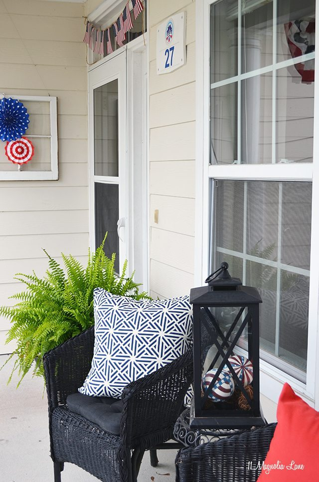 Red, white, and blue front porch decor | 11 Magnolia Lane