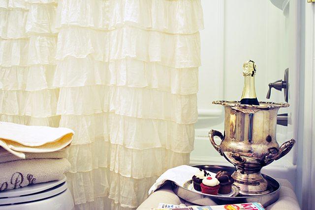 bathroom-champagne