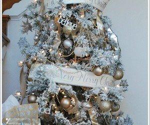 """Decorating a flocked Christmas tree, tips and tricks and a great resource for a pretty snow covered """"flocked"""" tree."""