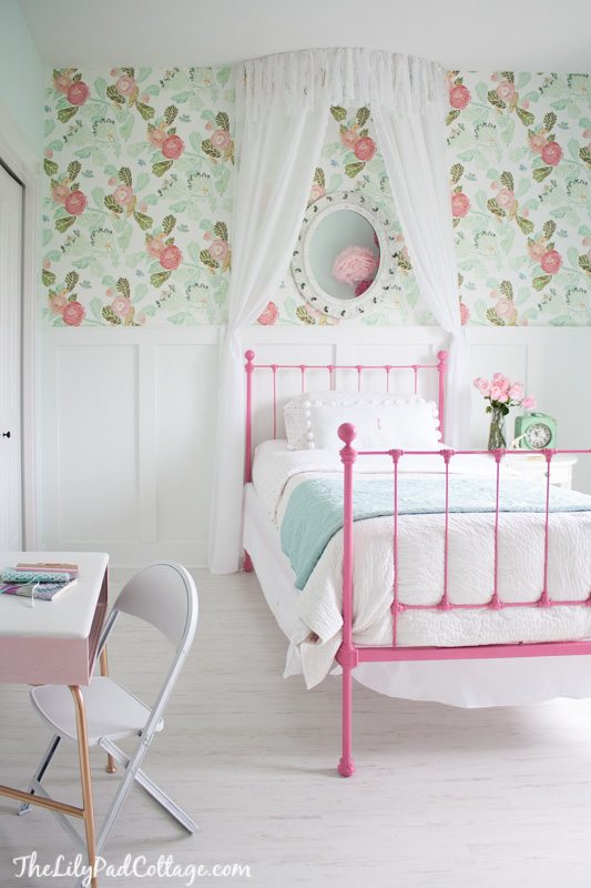 Floral Wallpaper Ideas For A Little Girls Room Or Nursery | 11 .