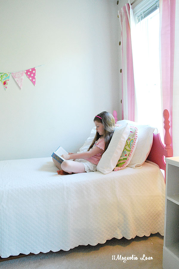s-reading-on-bed