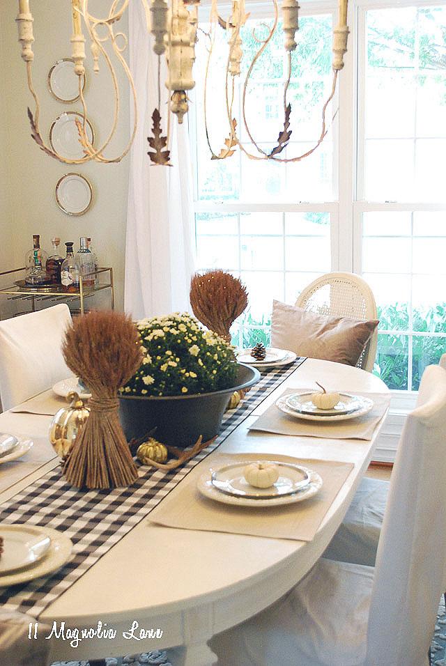 11-magnolia-lane-farmhouse-fall-home-tour-2016-amy-18