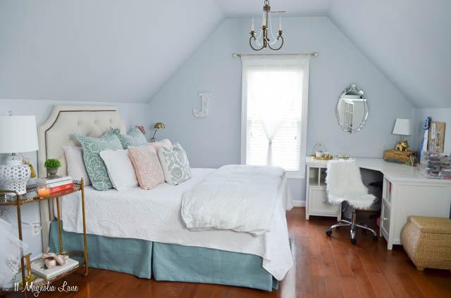 Aqua, pink, and gold girls' room | 11 Magnolia Lane