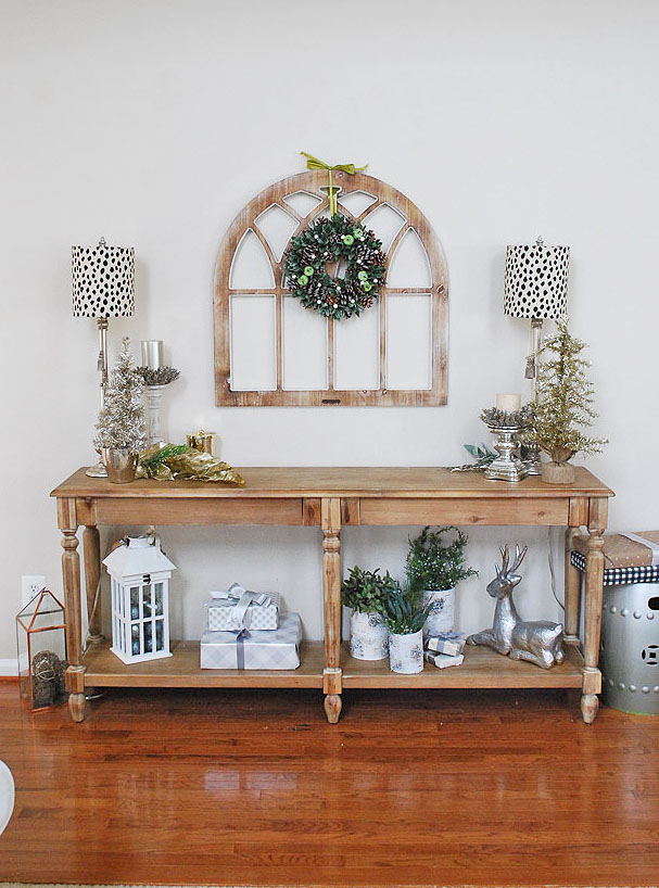 farmhouse Christmas decor/paint color